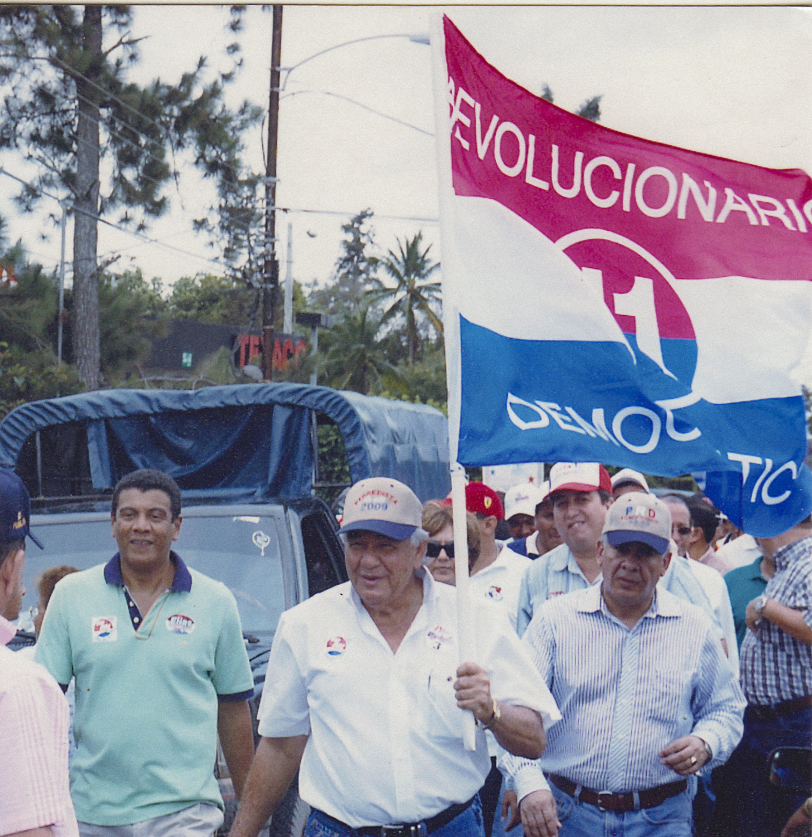 Former governor Fernández at a party rally