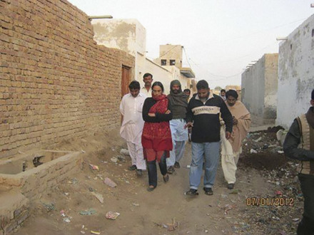 Perween Rahman walking with her colleagues from the Orangi Pilot Project